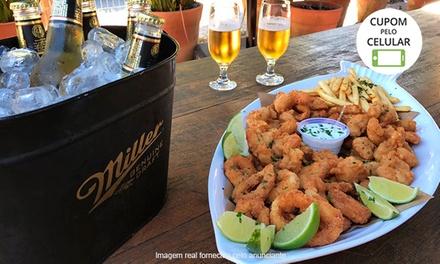 Tábua sortida com tilápia, camarão e mais + cerveja Miller e fritas no Peixe In Box   Mercadoteca.