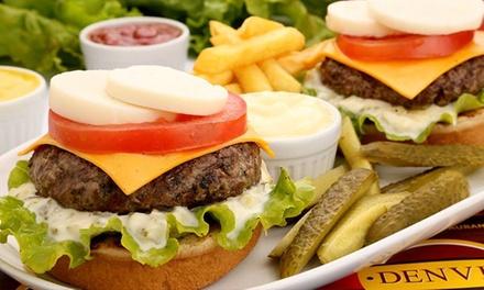 1, 2 ou 4 hambúrgueres acompanhados de batata frita no Denver Burger e Grill – Novo Mundo